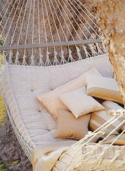 Relaxing Suspended Outdoor Beds That Will Transform Your Year 44