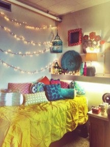 Ways To Use Christmas Light In Your Room 39