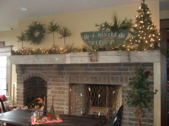 Winter Fireplace Decoration Ideas 26