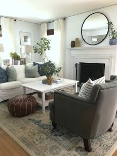 Cozy And Simple Rug Idea For Small Living Room 21