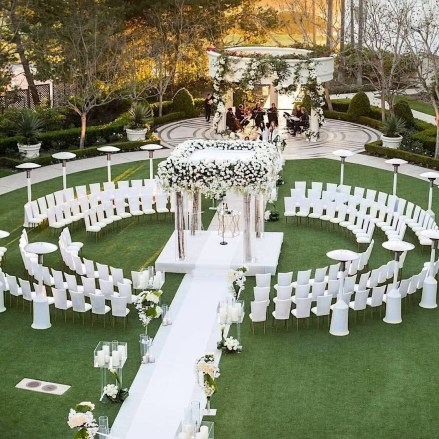 Create Beautiful Outdoor Wedding Decoration You Will Love 37