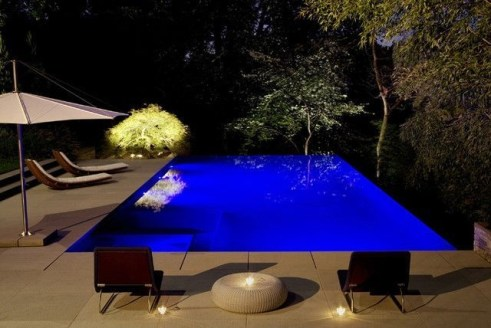 Incredible Small Backyard Ideas For Relax Space 37