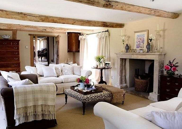 Incredible European Farmhouse Living Room Design Ideas 05