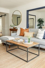 Amazing Small Living Room Decor Idea For Your First Apartment 12