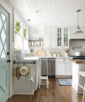 Best DIY Farmhouse Kitchen Decorating Ideasl 25
