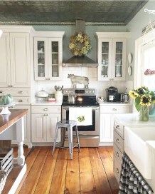 Best DIY Farmhouse Kitchen Decorating Ideasl 31