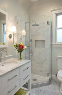Gorgeous Small Master Bathroom Remodel Ideas 14
