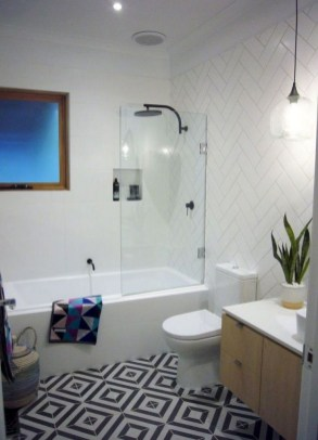 Gorgeous Small Master Bathroom Remodel Ideas 27