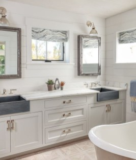 Amazing Farmhouse Bathroom Decor For Small Space 31