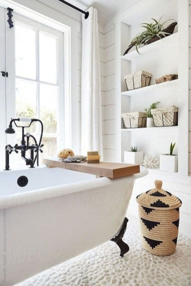 Amazing Farmhouse Bathroom Decor For Small Space 38