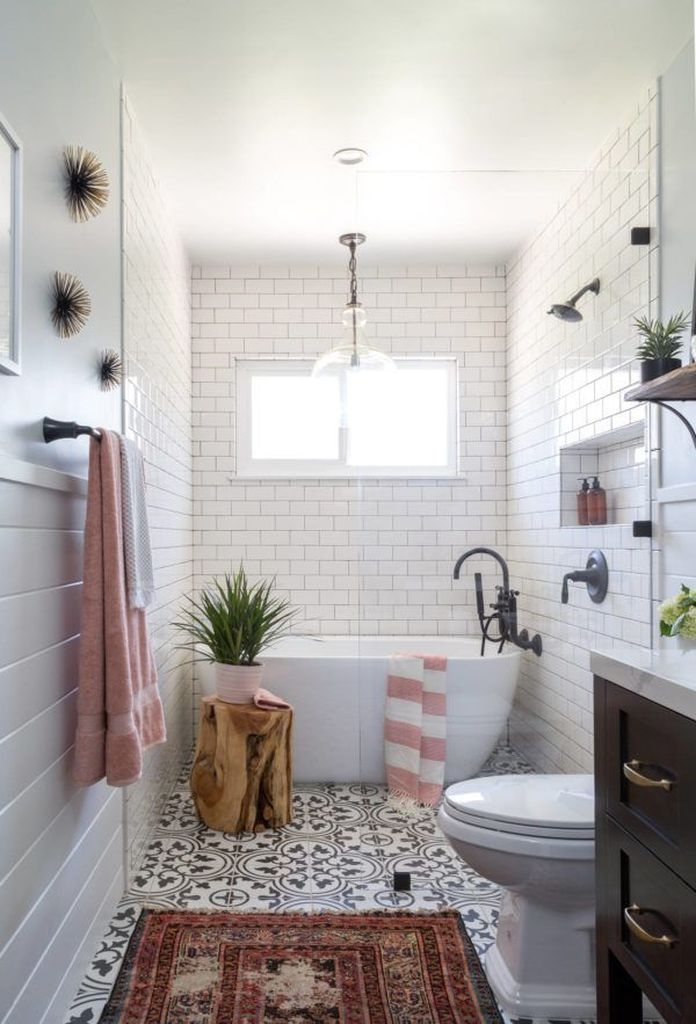 Amazing Farmhouse Bathroom Decor For Small Space 40