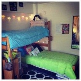 Awesome Dorm Room Decoration With Double Bed 05