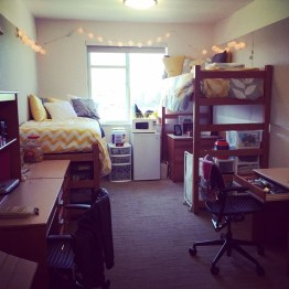Awesome Dorm Room Decoration With Double Bed 08