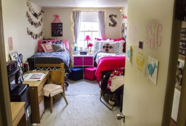 Awesome Dorm Room Decoration With Double Bed 34