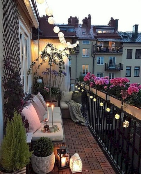 Cozy Garden Balcony Design And Inspiration 21