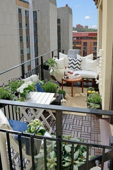 Cozy Garden Balcony Design And Inspiration 33