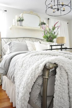 Easy Tips To Decorate Small Master Bedroom With Neutral Color 09