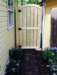 Fabulous Wooden Fences For Front Yard Remodel 03