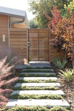 Fabulous Wooden Fences For Front Yard Remodel 07