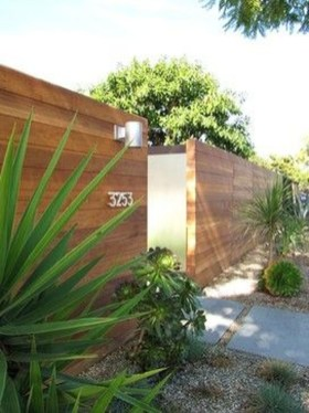 Fabulous Wooden Fences For Front Yard Remodel 08