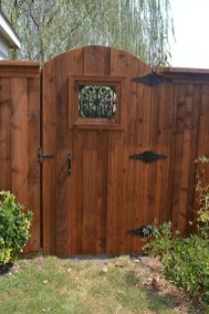 Fabulous Wooden Fences For Front Yard Remodel 19