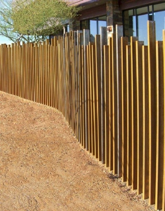 Fabulous Wooden Fences For Front Yard Remodel 27