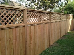 Fabulous Wooden Fences For Front Yard Remodel 34