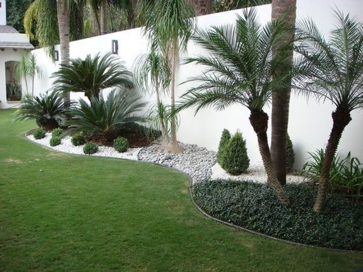 Fantastic Flower Landscape Design Ideas For Front Yard 14