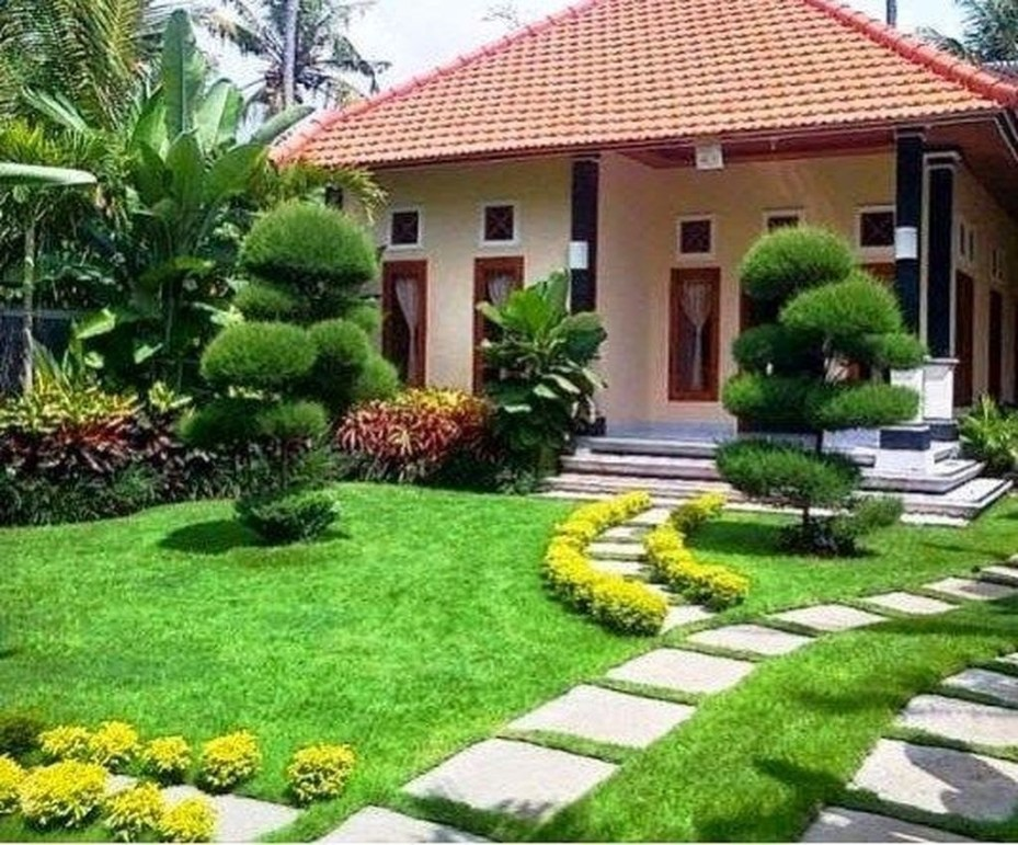 Fantastic Flower Landscape Design Ideas For Front Yard 17