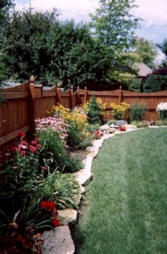 Gorgeous Garden Fences To Beautify Your Backyard 37