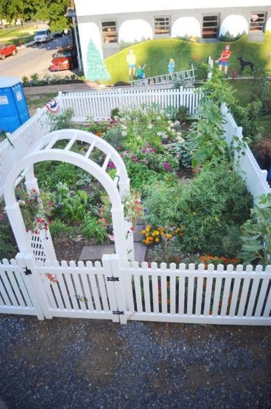 Inspiring Vegetable Garden Design For Your Backyard 29