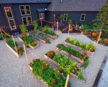 Inspiring Vegetable Garden Design For Your Backyard 35