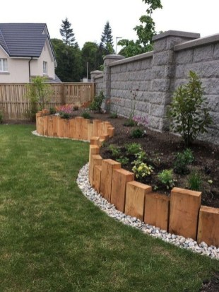 Perfect Bed Garden Design For Your Front Yard 02