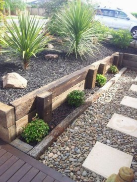 Perfect Bed Garden Design For Your Front Yard 35