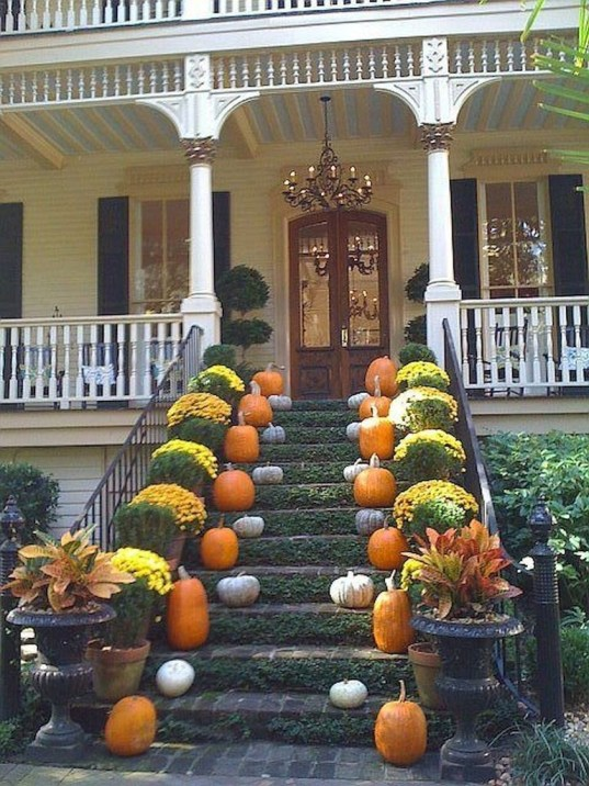 Perfect Front Porch Decoration For Fall 01