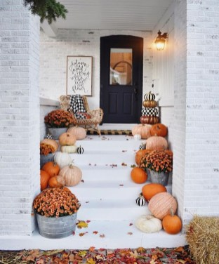 Perfect Front Porch Decoration For Fall 07