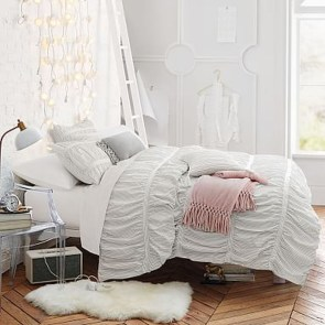 Simple And Cheap Summer Decor For Your Bedroom 23