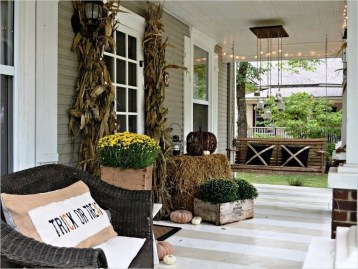 Stunning Fall Front Porch Decoration To Inspire Yourself 19