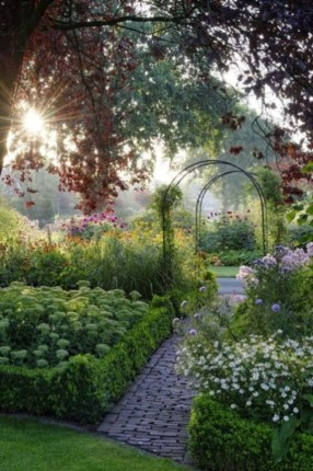 Beautiful Flower Garden Idea You Can Try 17