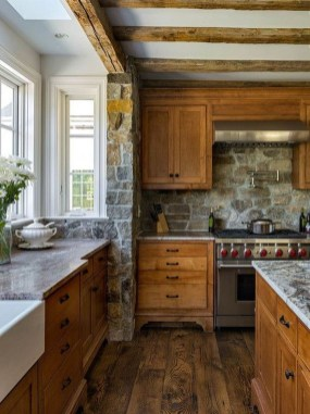 Farmhouse Kitchen Decorating Ideas With Wooden Cabinet 31