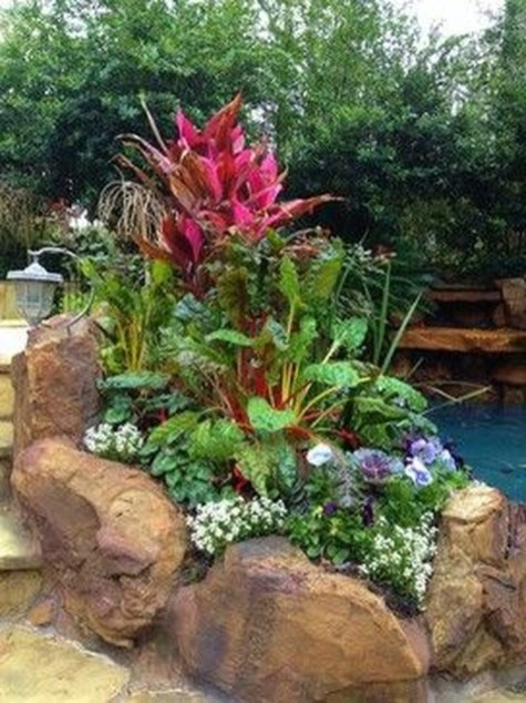 Lovely Fall Garden Idea With Perfect Ornaments 09