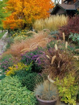 Lovely Fall Garden Idea With Perfect Ornaments 21