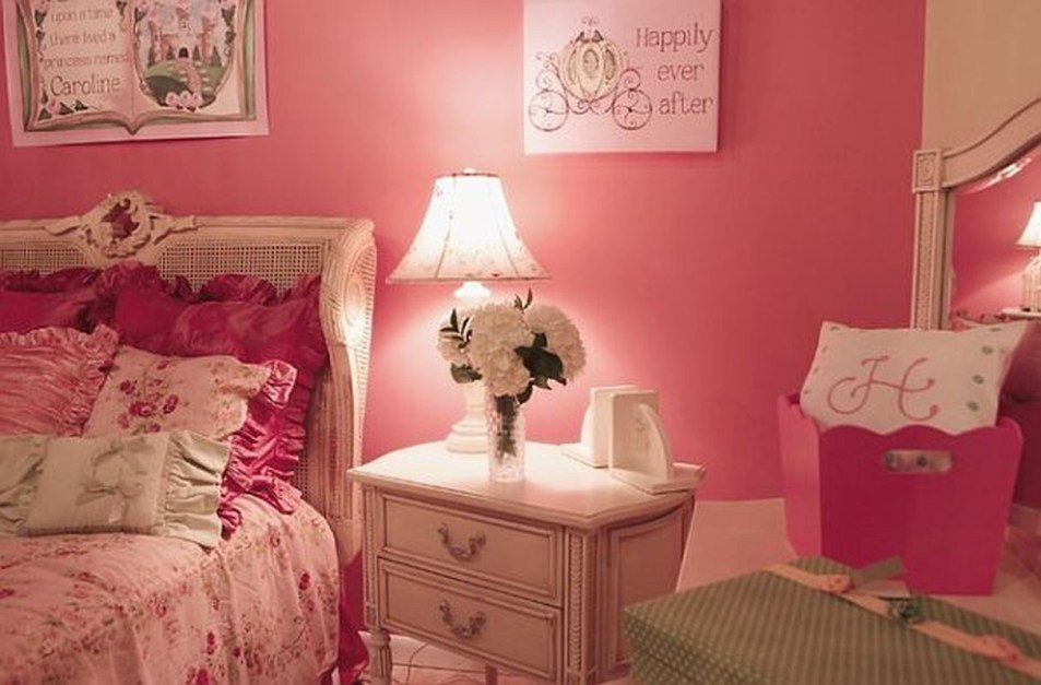 Lovely Small Bedroom Decor With Pink Nuance 13