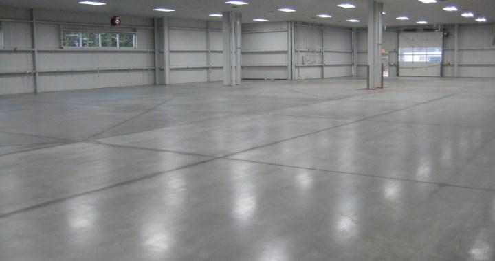Betong gulv i en hall