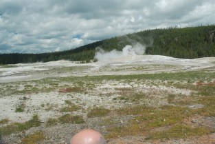 Old Faithful continuously puffs out steam. (Fortunately, I can crop unwanted objects from my photos!)