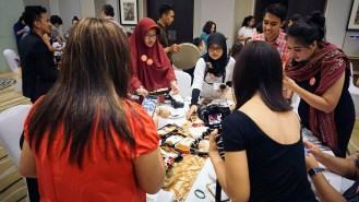 Demi menang challenge #AirAsiaSantanCombo, foto-foto dulu sebelum makan malam.