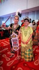 Rifa Mulyawan dan kostum Dayak-nya yang jawara.