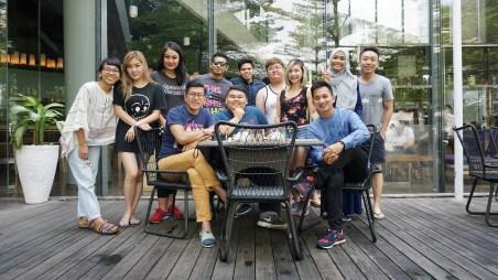 Sempat pula ngobrol sebentar bareng kawan-kawan blogger dari Malaysia, Singapura, dan Brunei, di area tepi pool. Best area to mingle with friends, really.