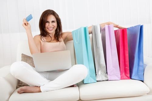 Kadınlar İnternet Alışverişinde Daha Hesaplı Davranıyor…