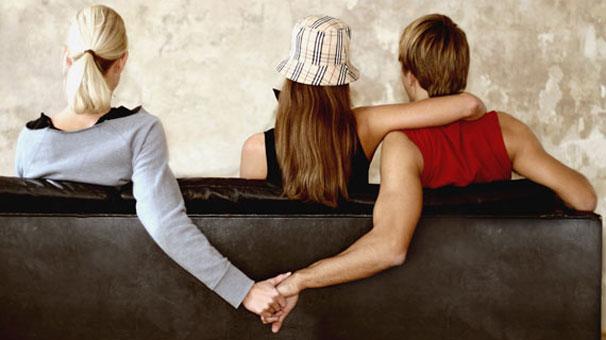 Kadınlar duygusal, erkekler cinsel açıdan aldatıyor!